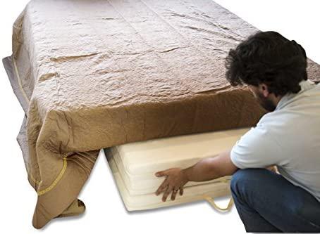 Colchoneta plegable guardada debajo de la cama